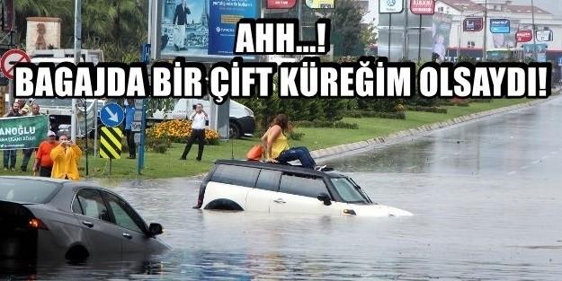 """İSTANBUL YİNE AYNI: """"ARAÇLAR SUYA GÖMÜLDÜ"""" İstanbul Anadolu yakasında öğlen saatlerinde etkili olan sağanak yağış TEM otoyolu ve D-100 Karayolu'nda sürücülere zor anlar yaşattı. Ataşehir Barbaros Mahallesi Barbaros Caddesi üzerinde bulunan TEM bağlantı yolu alt geçidi yağış nedeniyle göle döndü. Göle dönen alt geçitte 3 araç suya gömüldü. Mahsur kalan sürücüler araçlarının üstüne çıkıp yardım beklemeye başladı. Bir otomobilde bulunan 2 kadın kendi olanaklarıyla aracın üstüne çıktı. İhbar üzerine olay yerine gelen belediye görevlileri ve itfaiye ekipleri harekete geçti. İki kadın belediye görevlileri, erkek sürücü ise itfaiye ekipleri tarafından kurtarıldı. Öte yandan D-100 Karayolu Tuzcuoğlu Alt Geçidi'nde araçlarını yol kenarına park edip yağmurun dinmesini bekledi. Alt geçitte uzun kuyruk oluştu."""