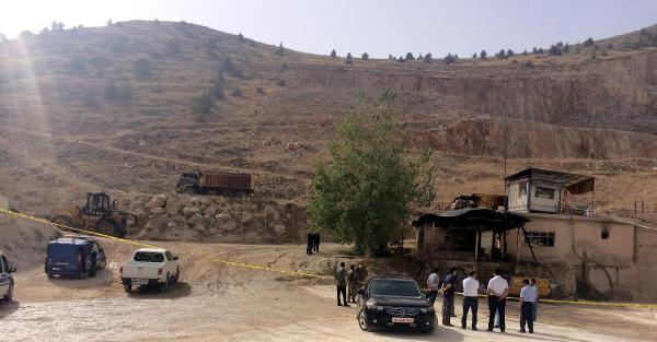 PKK, BELEDİYENİN ŞANTİYE ve ARAÇLARINI YAKTI