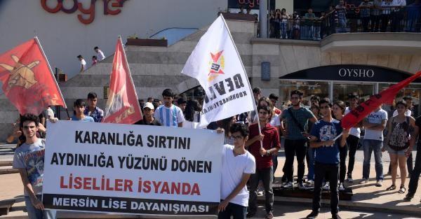MERSİN'DE LİSELİLER EĞİTİM SİSTEMİNİ PROTESTO ETTİ