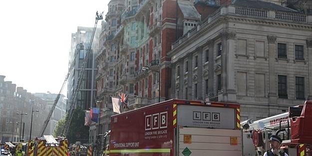 LONDRA'da BÜYÜK PANİK