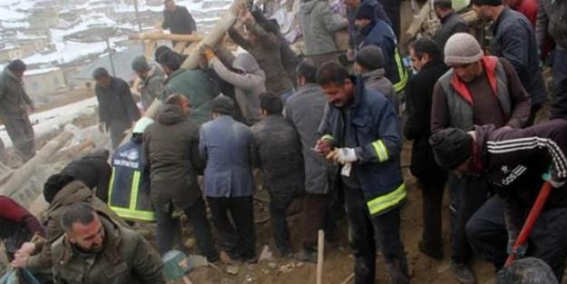 İRAN DEPREMİ VAN#039;I VURDU