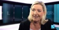 LE PEN: IRAKTA TERÖRLE SAVAŞTIĞINI İDDİA EDEN FRANSA, SURİYEDE TERÖRE DESTEK OLUYOR